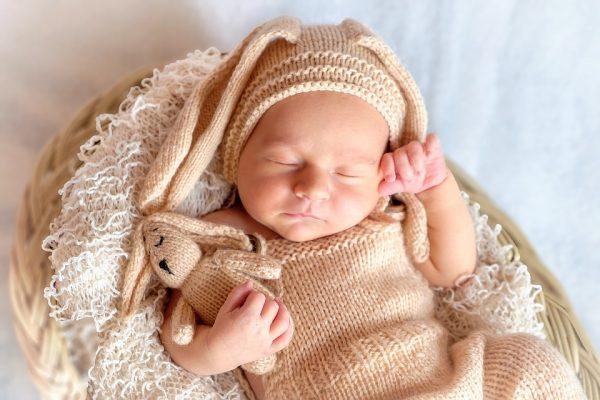 赤ちゃんの寝かしつけで困っている方に必見!スグに寝る音楽をご紹介!
